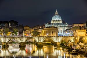 Картинка Италия Рим Здания Речка Мосты Храм Ночные Уличные фонари