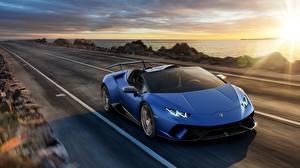 Фотография Ламборгини Дороги Синий Родстер Huracan 2018 Spyder Машины
