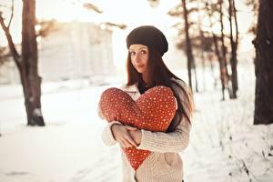 Фотография Международный женский день Сердечко Шатенка Девушки