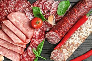 Фотографии Мясные продукты Колбаса Томаты Перец Нарезка