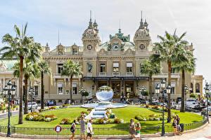 Фотография Монако Монте-Карло Дома Фонтаны Городская площадь Газоне Пальм Казино Уличные фонари город