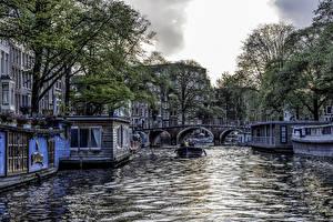 Картинки Нидерланды Амстердам Дома Мосты Причалы Водный канал Города