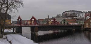 Фотографии Норвегия Здания Реки Мосты Зима Снег Trondheim Города