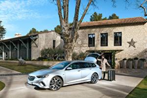 Фото Opel Серебристый 2017-18 Insignia GSi Sports Tourer
