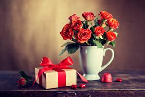 Обои Розы Красный Подарки Коробка Цветы