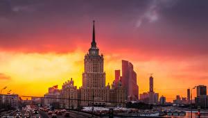 Обои Россия Москва Дома Рассветы и закаты Вечер Города