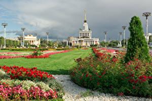 Фотографии Россия Москва Парки Здания Газон Кусты VDNKh Природа