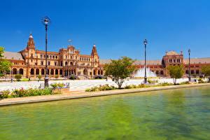 Картинки Испания Речка Городской площади Дворца Уличные фонари Sevilla Города