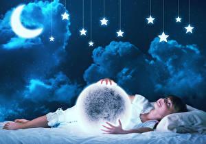 Фото Звезды Лунный серп Девочки Ночные Облака Луна Ребёнок