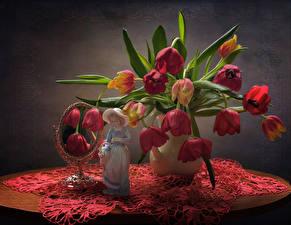 Фотографии Натюрморт Букеты Тюльпаны Скульптура Зеркал Девочка Стола цветок