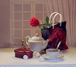 Обои Натюрморт Сумка Розы Чай Конфеты Чашка Коробка Пища