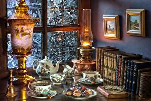 Картинки Натюрморт Керосиновая лампа Чай Книга Чашка Очки Окно