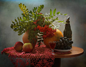 Обои Натюрморт Рябина Виноград Яблоки Дыни Вино Стол Бутылка Рюмка Пища