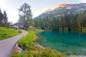 Обои Швейцария Горы Озеро Дороги Леса Здания Трава Kander Valley Природа