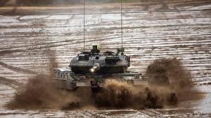 Фотографии Танки Грязь Немецкий Leopard 2 A7 Армия