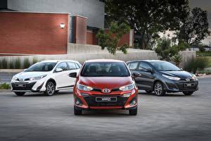 Обои Toyota Трое 3 Металлик 2017-18 Yaris Автомобили картинки