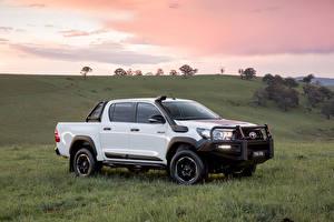 Картинка Toyota Белый Металлик Пикап кузов 2018 Hilux Rugged машины
