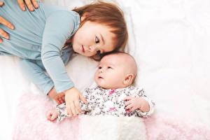 Фото Два Девочка Младенцы Руки Дети