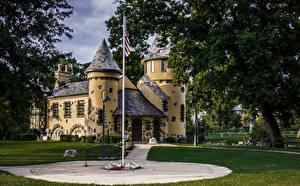 Обои США Замки Деревья Газон Уличные фонари Curwood Castle Michigan