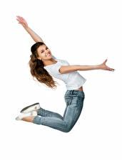 Фото Белый фон Шатенка Прыжок Улыбка Руки Джинсы Девушки