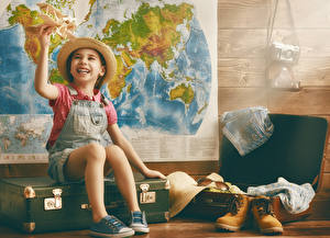 Картинки Самолеты Девочки Улыбка Чемодан Шляпа Ботинки Ребёнок