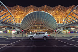 Фотографии Bentley Сбоку 2018 Bentley Bentayga Hybrid Worldwide Автомобили