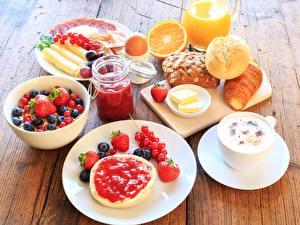 Обои Ягоды Булочки Сок Клубника Черника Завтрак Тарелка Пища