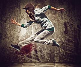 Обои Шатенка Танцы Руки Прыжок Девушки