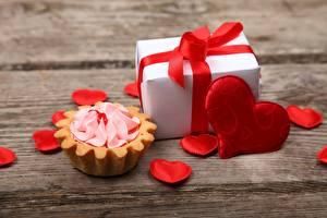 Обои Пирожное День всех влюблённых Сердечко Подарки