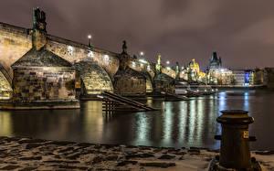 Фотография Чехия Прага Здания Речка Мосты Скульптуры Уличные фонари Ночные