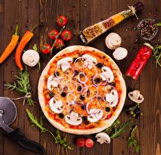 Фотография Фастфуд Пицца Томаты Перец Специи Грибы Доски