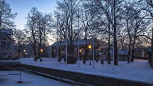 Фото Финляндия Здания Зима Вечер Деревья Снег Уличные фонари Naantali