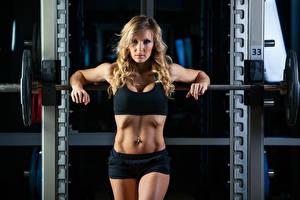 Картинки Фитнес Блондинка Взгляд Живот Штанга Девушки Спорт