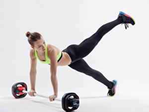 Фотографии Фитнес Шатенка Физические упражнения Штанга Девушки Спорт