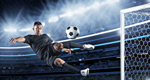Фотографии Футбол Мужчины Мяч Прыжок