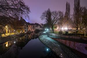 Картинка Франция Страсбург Здания Водный канал Ночные