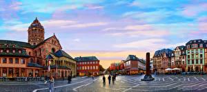 Картинка Германия Дома Вечер Памятники Майнц Городской площади