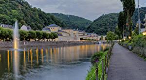 Фотографии Германия Дома Река Вечер Гора Уличные фонари Забор Bad Ems Города