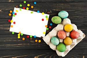Обои Праздники Пасха Конфеты Доски Шаблон поздравительной открытки Яйца Разноцветные