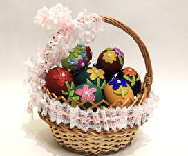 Обои Праздники Пасха Цветной фон Корзинка Яйца Дизайн