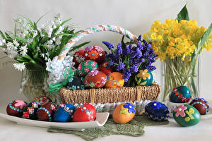 Фото Праздники Пасха Гиацинты Букет Ландыши Лютик Яйца Корзины Дизайна цветок