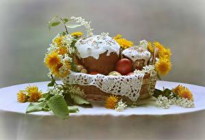 Картинки Праздники Пасха Выпечка Кулич Одуванчики Стол Корзина Яйца Пища