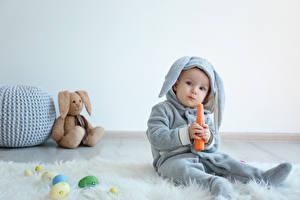 Фотография Праздники Пасха Кролики Морковь Мишки Яйцами Младенец Мальчишки Униформа ребёнок