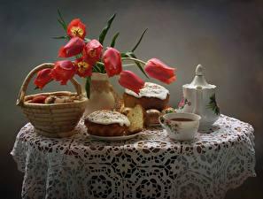 Обои Праздники Пасха Натюрморт Тюльпан Кулич Чай Яйцами Столы Корзина Чашка Пища