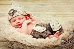 Фотографии Младенцы Спит Шапки