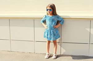 Обои Девочка Модель Платье Очков ребёнок