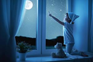 Картинки Девочки Ночные Окно Луна Дети