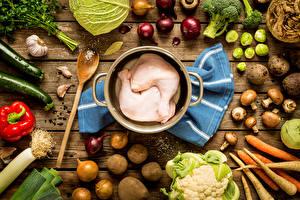 Фото Мясные продукты Овощи Картошка Лук репчатый Грибы Чеснок Курятина Доски