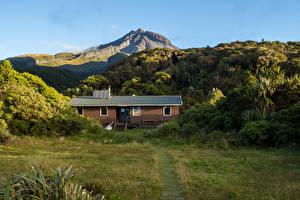 Фотография Новая Зеландия Горы Здания Кусты Трава Mount Egmont Taranaki Природа