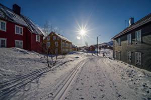 Фотография Норвегия Здания Зимние Улица Снег Солнце Sulitjelma Города